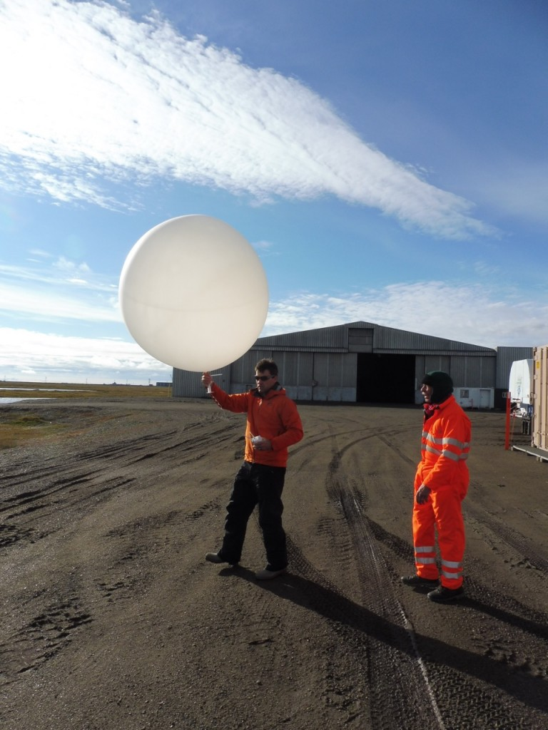 Launching the 930 ADT sounding from Oliktok!