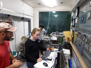matt-and-abby-working-on-noaa-h3o-cims__kzarzana_fm
